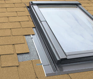 Fakro ES burkolókeret sík tetőfedő anyagokhoz