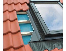 Fakro EH burkolókeret magas profilú tetőfedő anyagokhoz